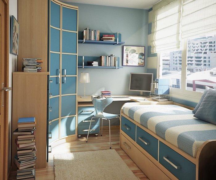 Betten für Jugendlichen - ein Bett an der Wand, ein gerundeter Schrank, Rollos an den Fenstern