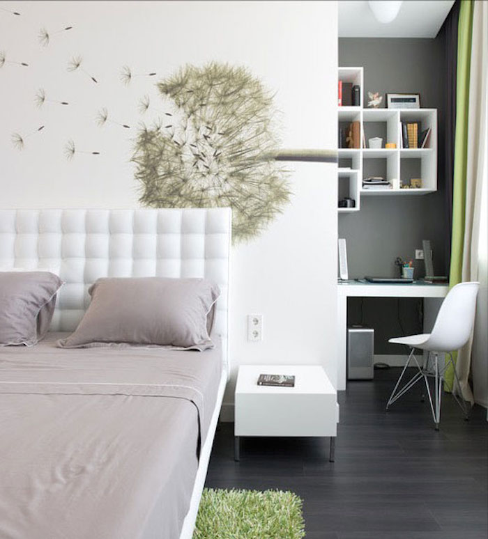 eine Pusteblume als Wandtattoo, eine kompakte Arbeitsecke, Betten für Teenagers