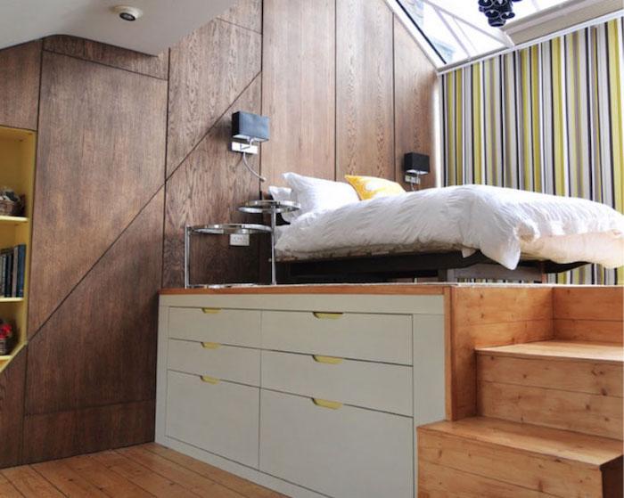 Betten für Teenagers, ein Doppelbett auf einer Plattforme mit vielen Schubladen