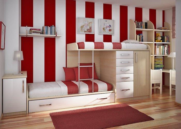 Betten für Teenagers - gestreiften Wände in Rot und Weiß - abgestimmte Bettwäsche