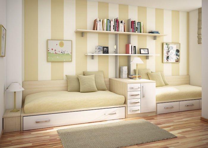 Betten für Teenagers - zwei Betten von einem Regal getrennt, Bücherregalen und Bilder