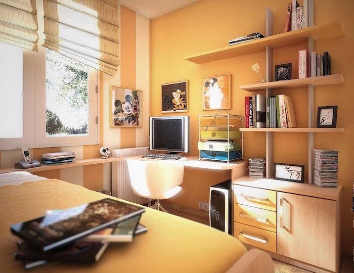 orange Wände, ein Schreibtisch mit weißen Stuhl, ein Bett mit orangen Bezug