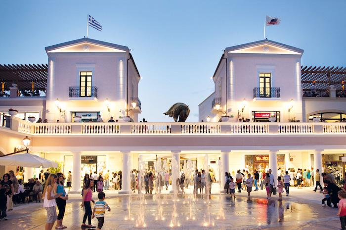 griechenland hauptstadt einkaufszentrum shoppen gehen modemarken outlet zentrum athen souveniers und teuere klamotten kaufen schuhe versache jimmy choe chloe louis vuitton