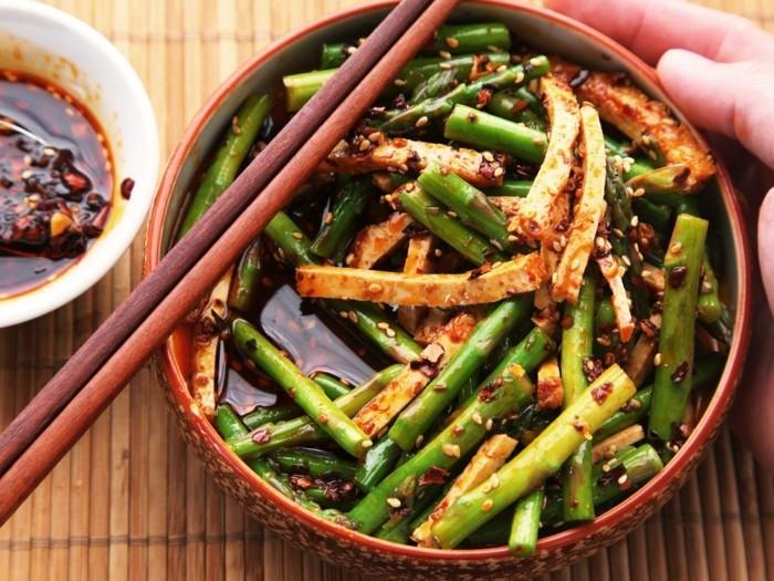 tofu gerichte leckere exotische speisen vegan und vegetarisch mit grünen bohnen kombiniert tofukäse