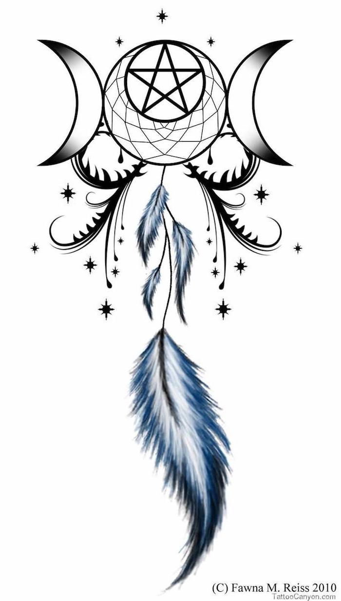 trraumfänger tattoo mit langen blauen federn und mond und einem großen stern