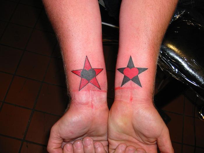 ein toter stern mit einem schwarzen herzen und ein schwarzer stern mit einem roten herzen - hände und stern tattoo