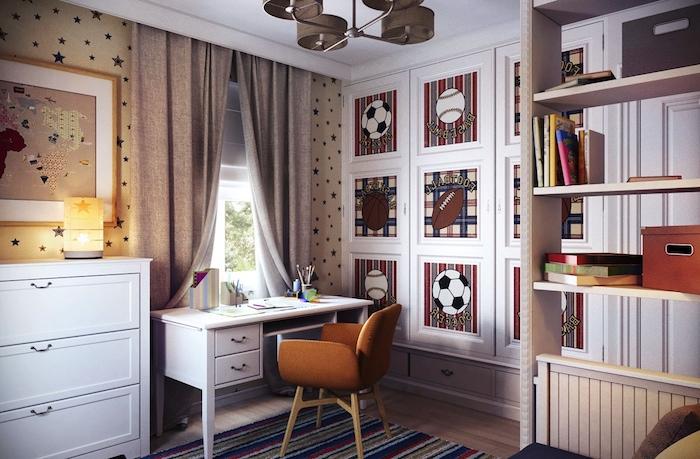 Schöne Zimmer - ein Zimmer für einen Teenager Sportler, braune Gestaltung, ein kleiner Schreibtisch