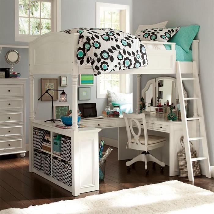 schöne Zimmer, eine weiße Einrichtung, weißes Regal, kompaktes Bett und Schreibtisch unten