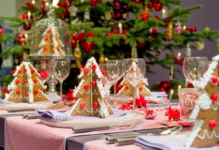 weihnachtsdekoration tischdekorieren gestaltungsideen tannenbaum deko in den tellern