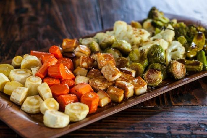 rezept seidentofu leckere ideen für vorspeisen mit tofu und gemüse gegrillt ode rgebacken möhren pilze brokkoli tofuwürfel