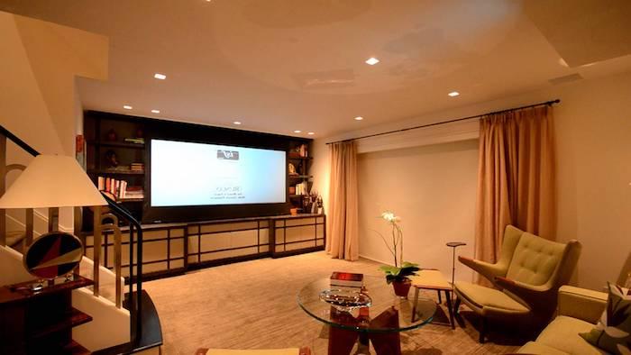moderne wohnwand langer fernseher mit kleinere höhe tolle idee für groé wände regale