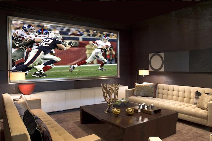 schrankwände sport spiele schauen auf einem riesengroßen bildschirm fernsehideen massivholz tisch sofas