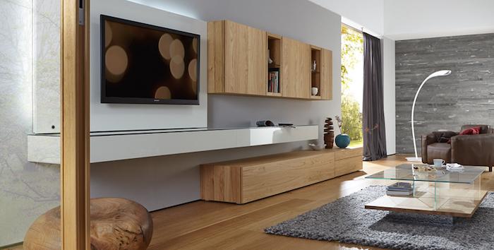 fernsehwand wanddeko runde motive bildschirm sleeping mode beige wohnzimmer einrichtungsideen
