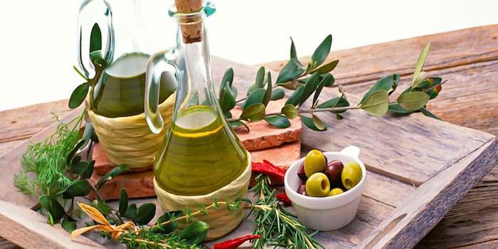 sehenswürdigkeiten griechenland oliven olivenöl typische produktion in griechenland reise nach athen souveniers die man kaufen könnte olivenbaum