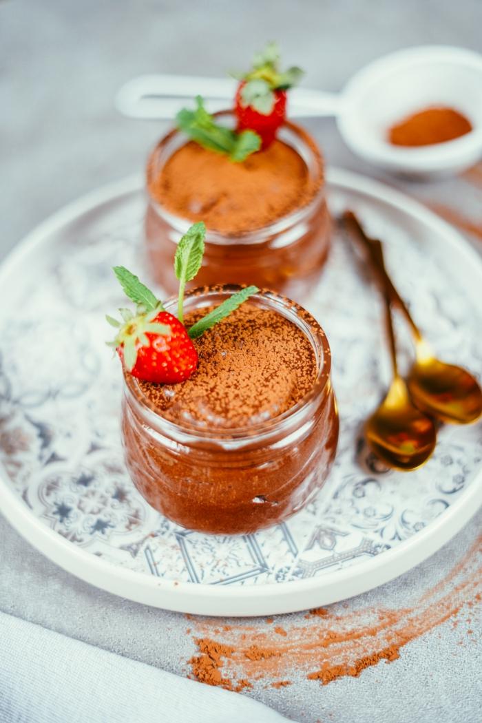 vegane schokolade zubereitunsweise schritt für schritt, dessert im glas