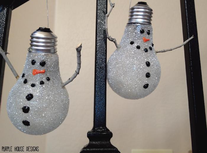 diy schneemänner aus glühbirnen - mit kleinen schwarzen augen und schwarzen knöpfen und einer oraangen nase - basteln schneemann