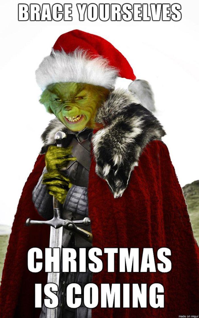 Weihnachtsfotos - der Grinch trägt ein Schwert mit den Worten von Ned Stark zu Weihnachten verändert