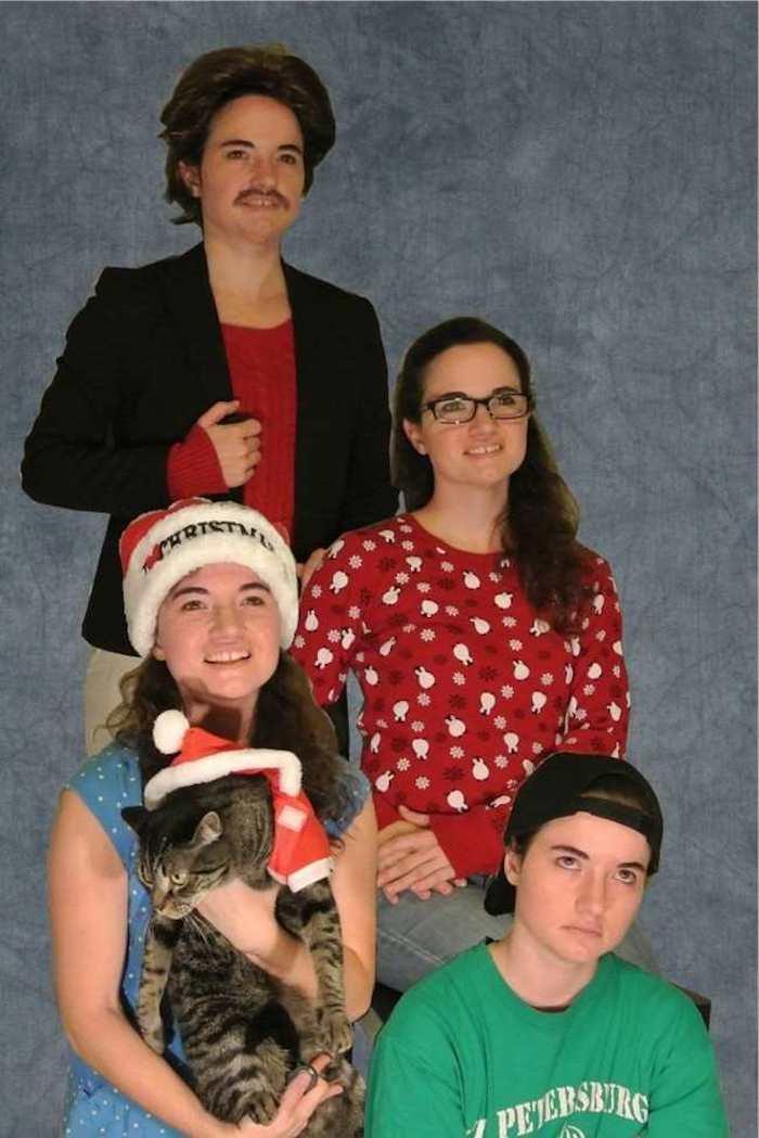 Mit Photoshop ein Weihnachtsfoto selber erstellen - eine ganze Familie mit den Fotos eines Mädchens