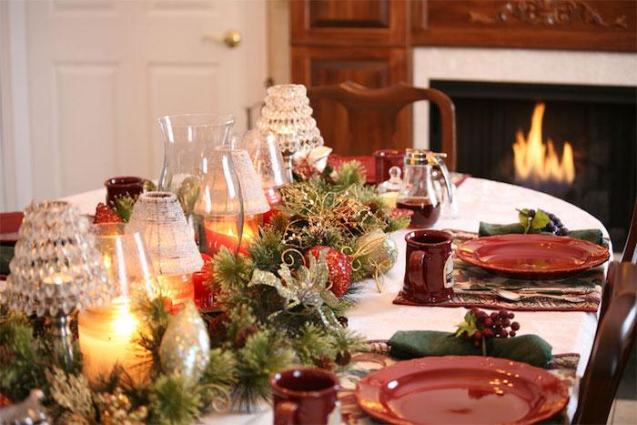 weihnachts deko natur ideen zum selbermachen tischdeko ideen mit grünen zweigen kamin hinter dem tisch