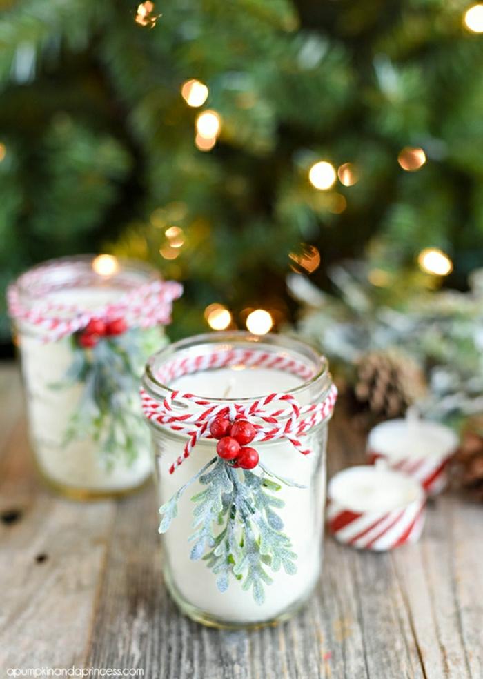 Weihnachtsgeschenk selber machen, Kerzenhalter mit Mistel und Faden verzieren, Duftkerzen unter dem Weihnachtsbaum