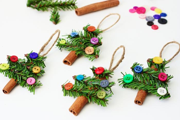 Kleine Christbäumchen aus Zimt, Tannenzweigen und bunten Knöpfen selber machen, DIY Ideen für Weihnachtsdeko