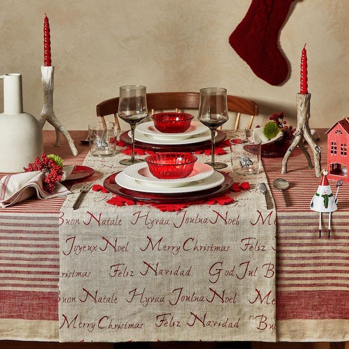 dekoideen weihnachten feine tischdekorationen rote kerzen rote schüssel harmonische deko auf dem tisch zu weihnachten