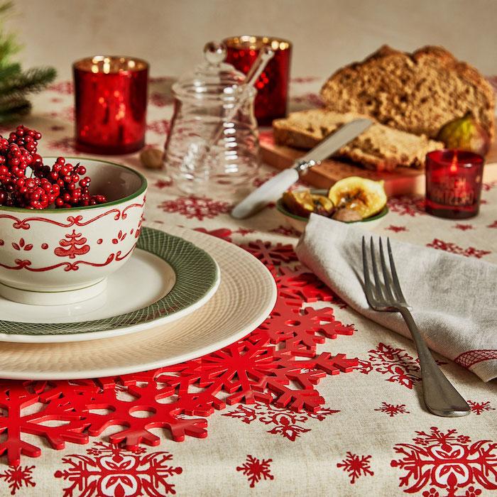 dekoideen weihnachten coole tischdekorationen spezielle schüssel zu weihnachten schneeflocken motive rot und weiß kombinationen