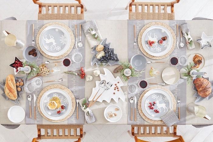 dekoideen weihnachten der tisch vom oben gesehen elegantes tischdesign deko, die fein und nicht zu kitschig ist helle farben beim dekorieren