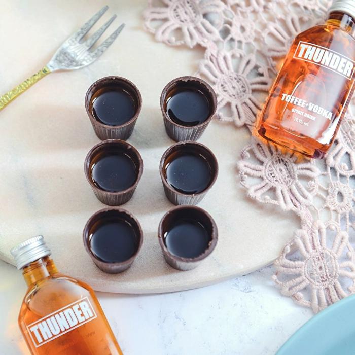 Lustige Weihnachtsgeschenke für Männer, Shots aus Schokolade und Wodka, DIY Geschenkidee