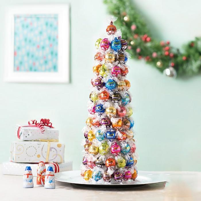 Weihnachtsbaum aus Schokoladen-Kugeln selber machen, tolle Idee für DIY Weihnachtsgeschenk