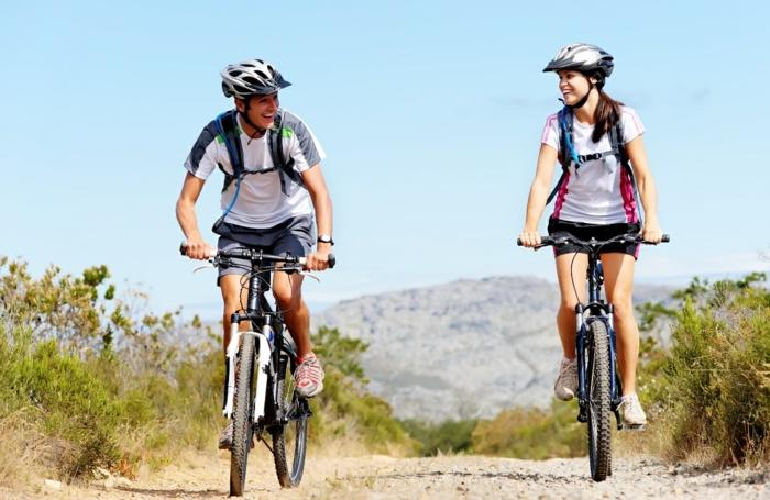 Erlebnisgeschenke zu Weihnachten, Fahrradreise zu zweit, schöne Geschenkidee für den Freund oder Ehemann