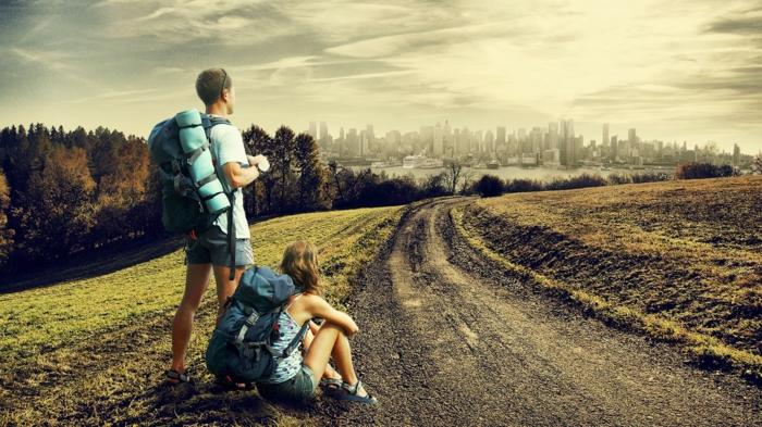 Vielfältige Ideen für Erlebnisgeschenke, Wanderung zu zweit, Geschenkauswahl erleichtern