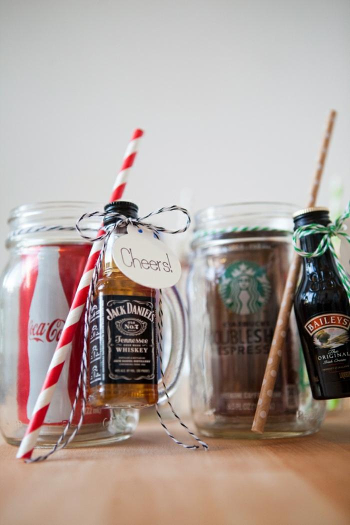 Coole Ideen für Weihnachtsgeschenke, Coca Cola und Whiskey für ihn, Baileys und Espresso für sie