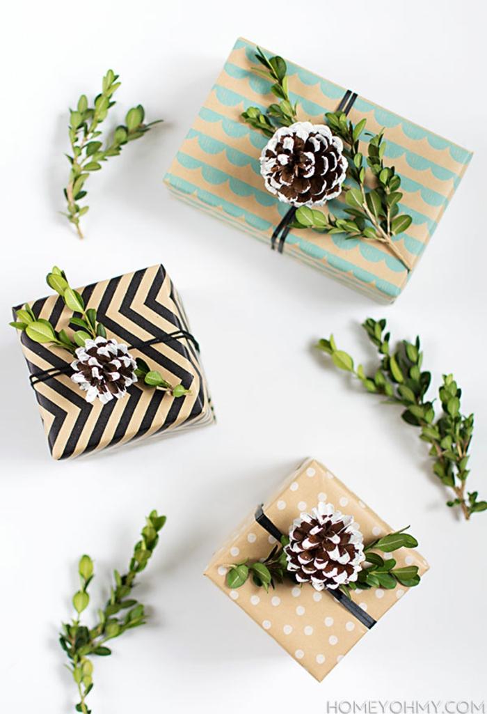 Weihnachtsgeschenke schön verpackt und mit Zapfen verziert, tolle Geschenkideen für Weihnachten