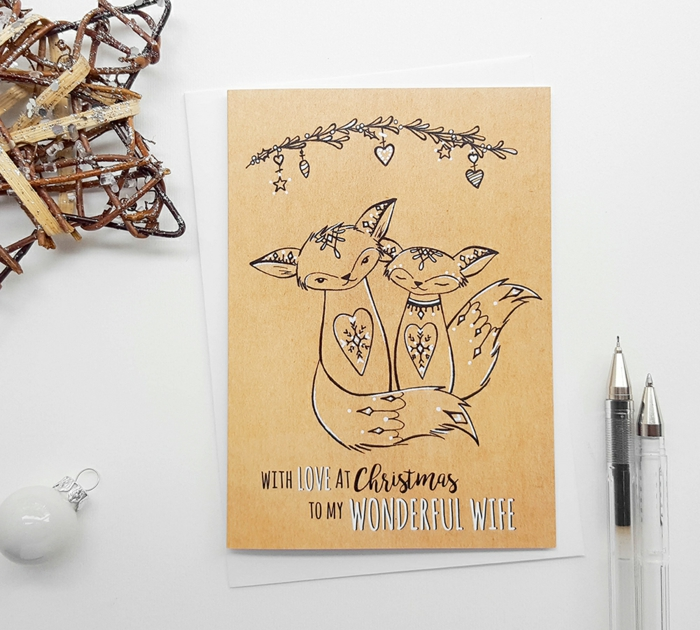 Süße Weihnachtskarte für Ehefrau, mit Liebe, zwei Füchse, weiße Christbaumkugel und Kugelschreiber