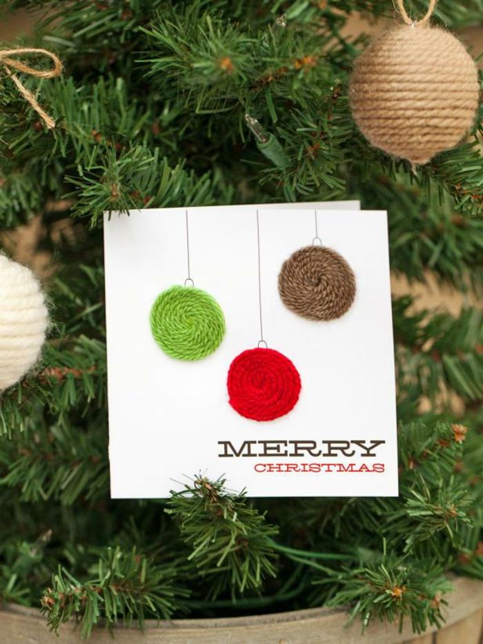 Coole Idee für DIY Weihnachtskarte, Christbaumkugeln aus Garn, schnell und einfach nachmachen