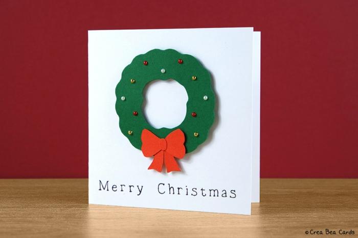 Weihnachtskarte selbst gemacht, Weihnachtskranz aus Tonpapier, mit bunten Perlen verziert