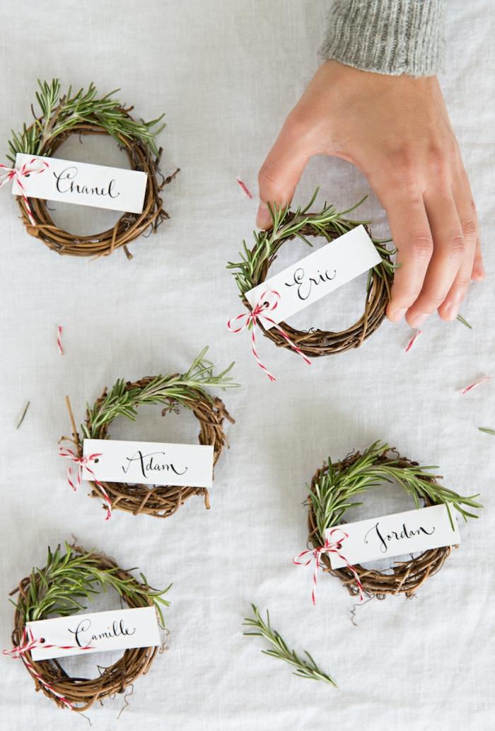 Coole Alternative zur traditionellen Weihnachtskarte, kleiner Kranz aus Tannenzweigen mit Botschaft
