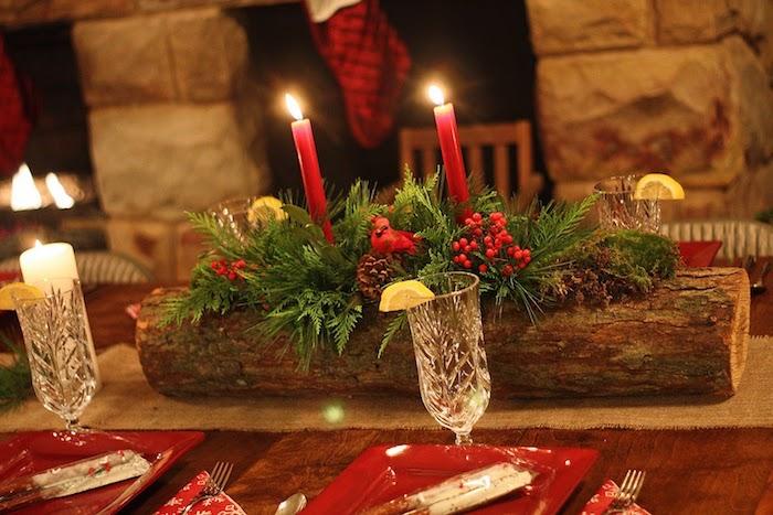 moderne weihnachtsdeko tisch aus massivholz selber dekorieren rote tischdecke weingläser glühwein kerzen deko elemente auf dem tisch