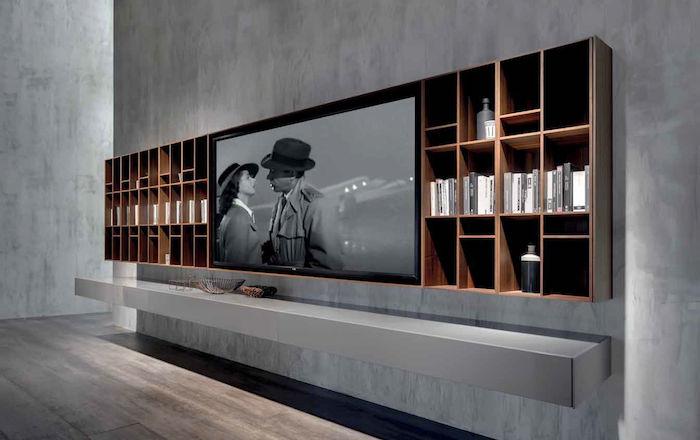schrankwand graue wand lange wand mit regalen und großer fernseher film sehen filme schauen