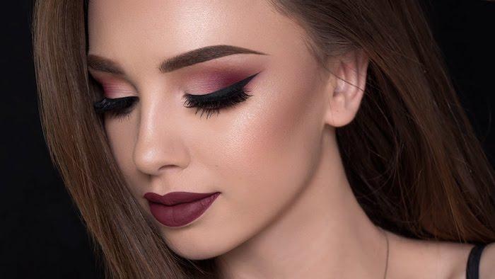 schminktipps augen, frau mit glatten braunen haaren und abend make-up in dunkelrot