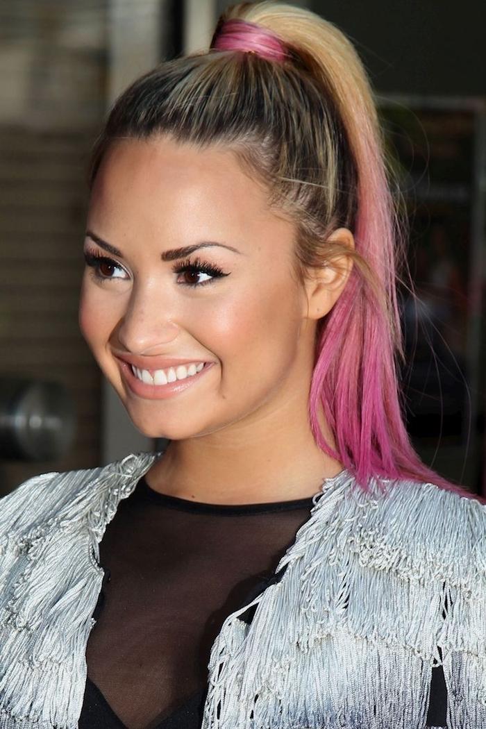 pinke haare, blonde haare mit dunklem ansatz und rosafarbenen spitzen