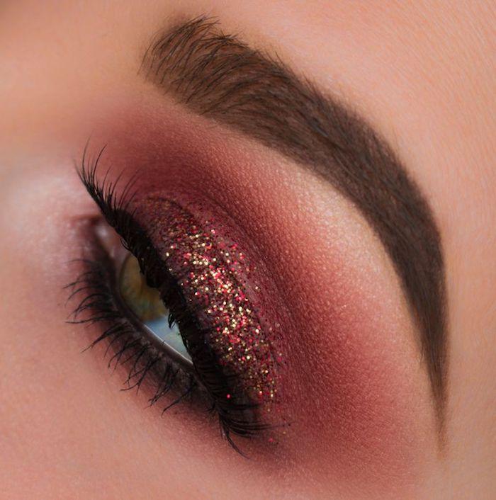 schön geschminkt, festliches make-up in dunkelrot mit glitzer
