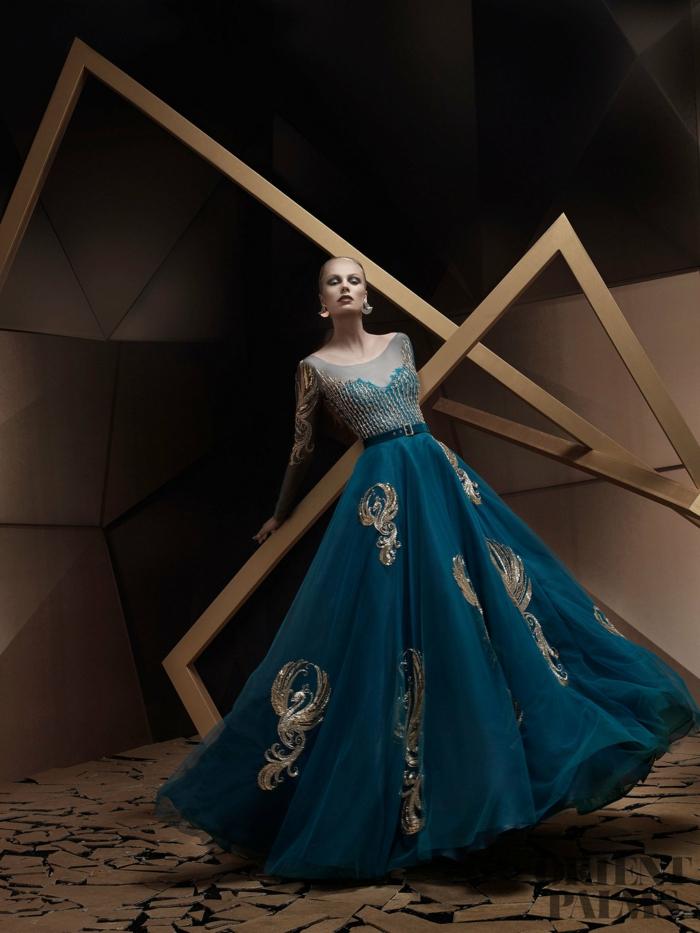 Blaus Ballkleid mit goldenen Applikationen, bodenlanges Abendkleid mit langen Ärmeln, weiterer Rock