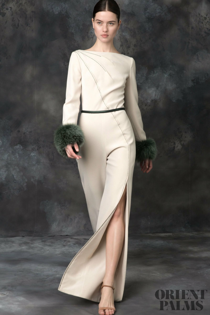 Bodenlanges Lederkleid mit Schlitz und Pelz Manschetten, lange Ärmel, Idee für Silvester Outfit
