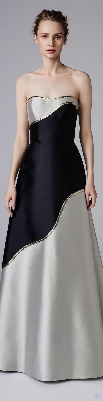 sehr langes schulterfreies Seidenkleid in Grau und Schwarz, Hochsteckfrisur mit Zopf, Zopfkranz, Fotomodell mit langen Armen