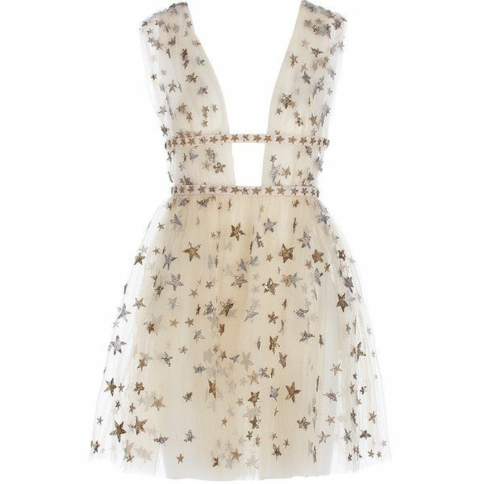 kurzes weißes Tüllkleid mit dicken Trägern und tiefem Ausschnitt, mit zwei schmalen Gürteln und vielen Sternen