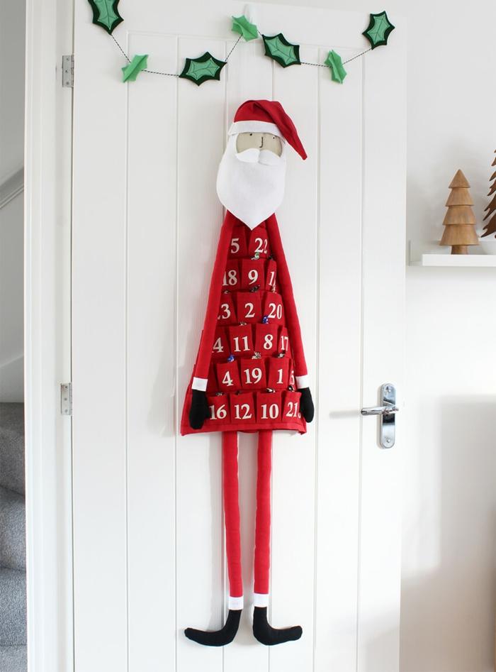Adventskalender als Weihnachtsmann selber nähen, mit 25 Taschen voll mit kleinen Geschenken und Süßigkeiten