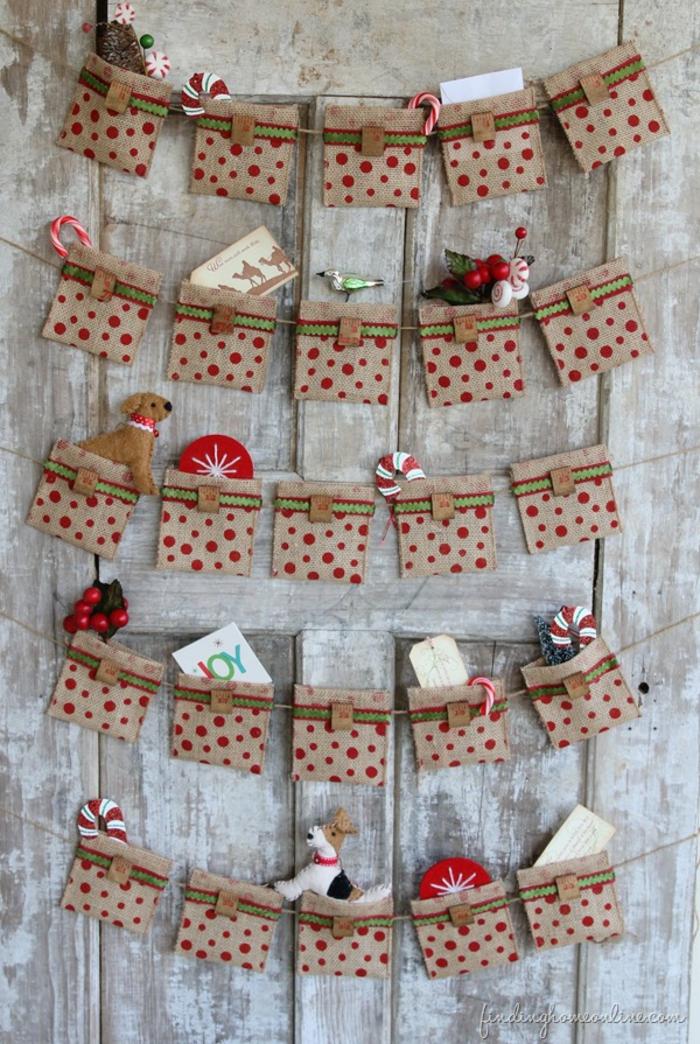 Adventskalender selber nähen, kleine Säckchen voll mit Spielzeugen und Süßigkeiten, DIY für Kinder und Erwachsene