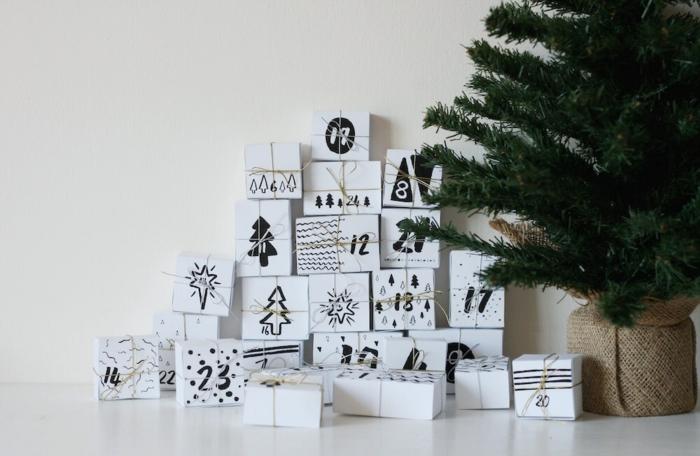 Weiße Schachteln selbst bemalen und beschriften mit Faden verzieren, DIY Idee für Adventskalender